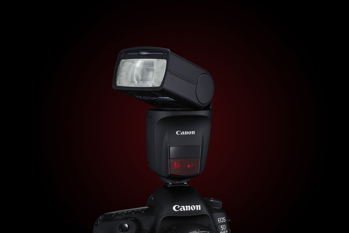 The Canon Speedlite 470EX-AI head can swivel up to 180° left or right.